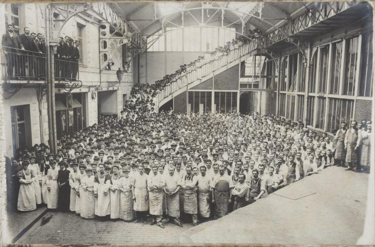 Le personnel de la biscuiterie Lefèvre-Utile en 1907
