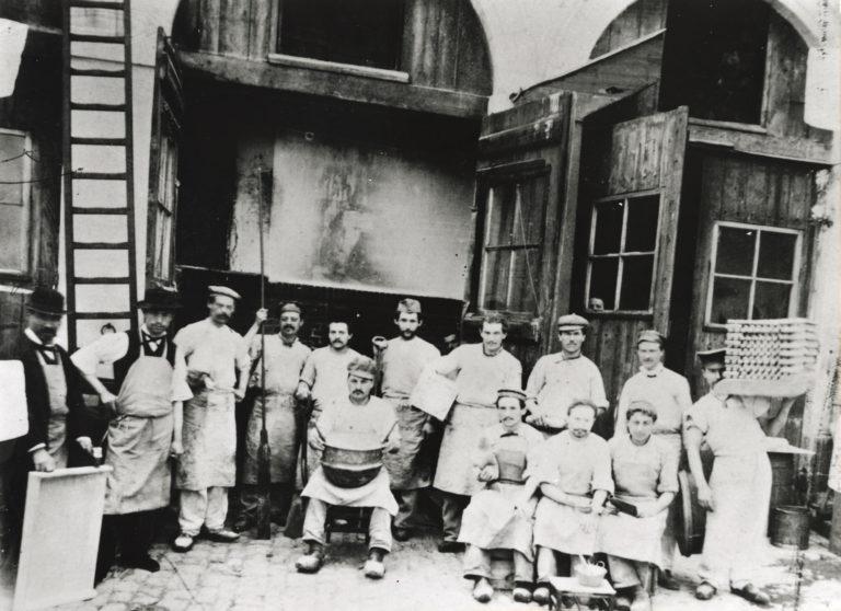 Ouvriers de la biscuiterie Lefèvre-Utile