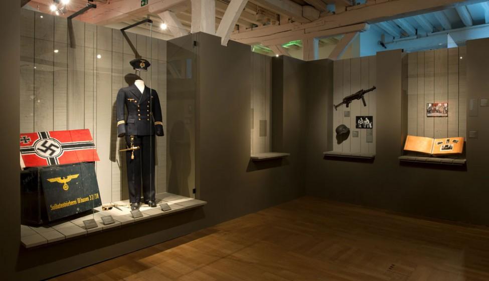 Scénographie de l'exposition En guerres